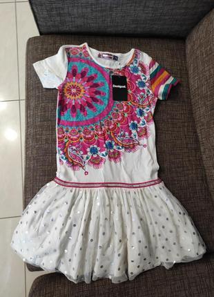 Новое платье desigual 100% хлопок белое с ярким принтом и пайетками оригинал