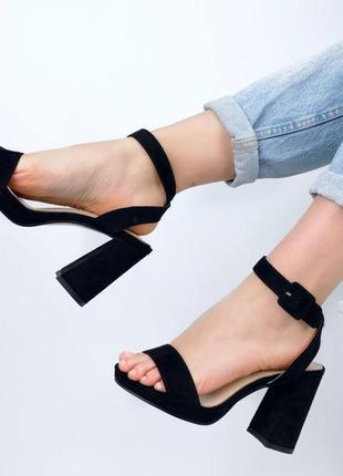 Босоножки на каблуке открытая пятка