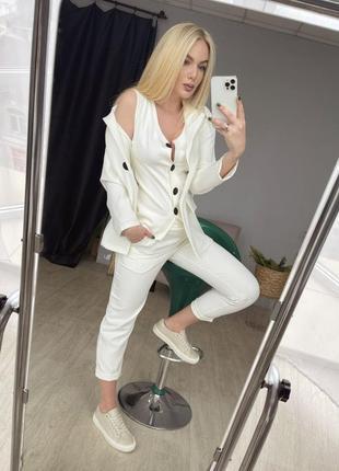 Костюм тройка брюки жилетка на пуговицах и пиджак кари