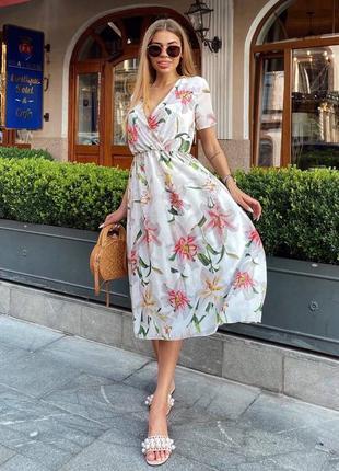 Платье шифон светлое в цветок на талии резиночка