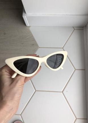 Солнечные очки кошачий глаз белые