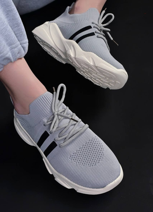 Текстильні кросівки