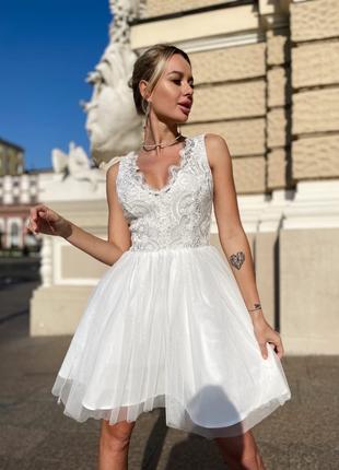 Нарядное белое короткое свадебное выпускное платье