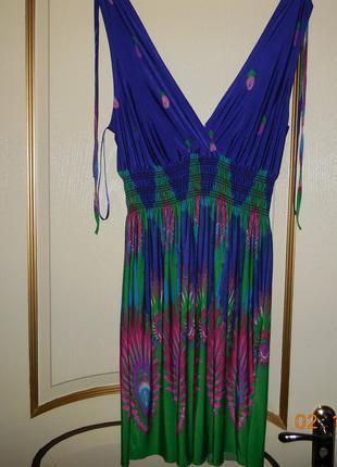 Красивейшее яркое платье.
