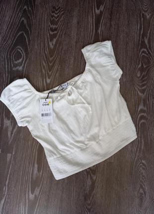 Белая футболка топ