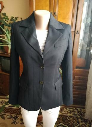 Элегантный пиджак lola.,чёрного цвета,в идеальном состоянии,куплен в париже.