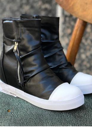Стильные ботиночки на скрытой танкетке