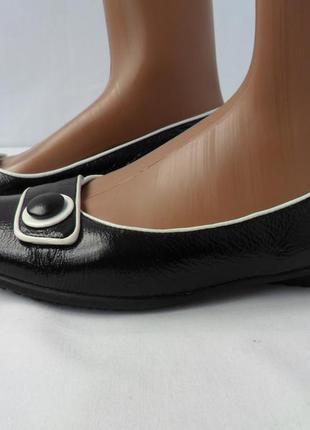 Фирменные лакированные туфли caprice.