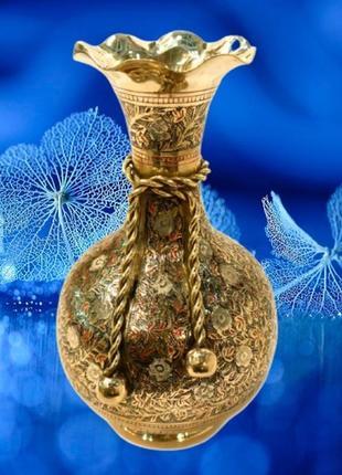 Роскошная ваза из желтого металла