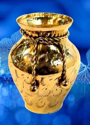 Очень красивая ваза из желтого металла