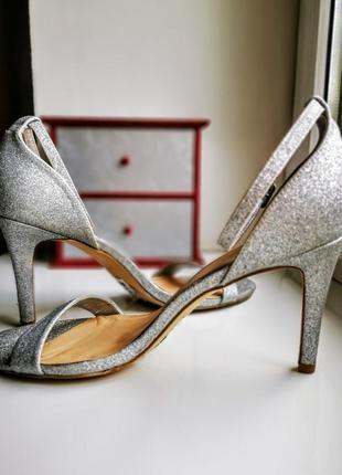 Серебряные нарядные босоножки new look