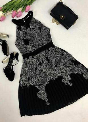 Красивое платье с плиссированной пышной юбочкой