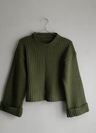 Женский свитер с широким рукавами