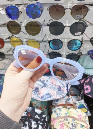 Красивые солнцезащитные женские очки узкие сиренево-голубве