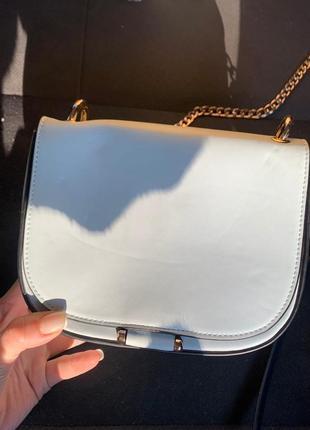 Маленькая голубая сумочка