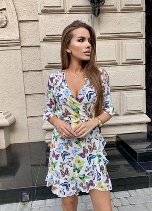 Яркое женское летнее платье на запах с воланами платье в бабочки
