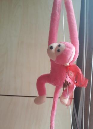Розовая обезьянка.