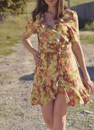 Платье с рюшами на запах.