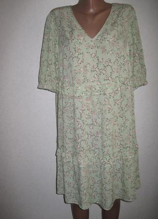 Свободное вискозное платье в мелкий цветочек с оборками  f&f р-р14
