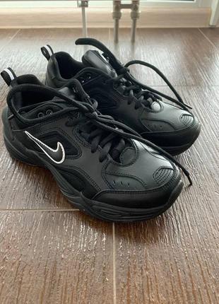Женские черные кроссовки nike