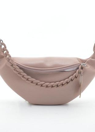 Трендовая кожаная сумка на пояс бананка розовая