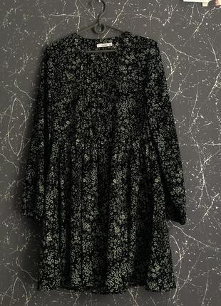 Платье новое, средней длинны , чёрное в цветочек