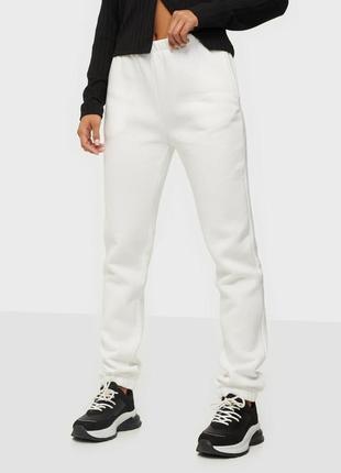 Спортивные штаны с высокой талией.na-kd / как zara, h&m / @andfashiontrends