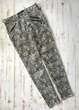 Красивые джинсы дорогого бренда