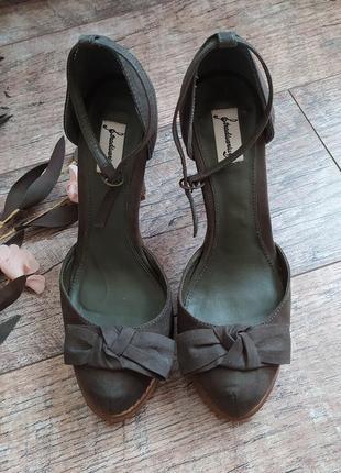Босоножки с закрытым носком от stradivarius на шпильке туфли бант хаки