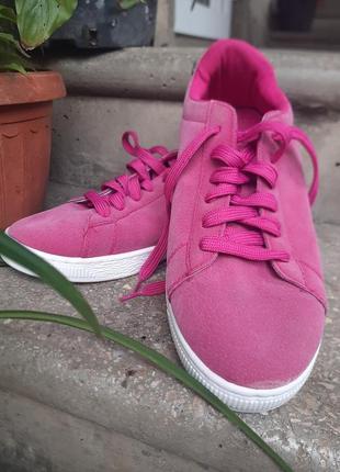 Стильные яркие кроссовки