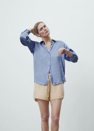 Рубашка голубая атласная в бельевом стиле zara