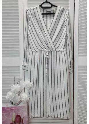 Натуральне біле плаття в полоску. тренд сезону