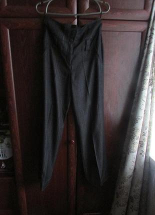 Красивые брюки 44 размера.