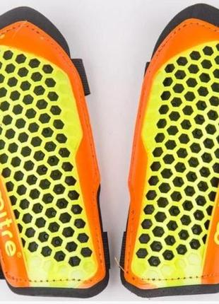 Щитки футбольные mitre aircell speed.