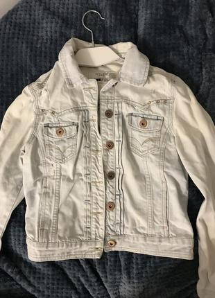 Джинсовый пиджак с потёртостями