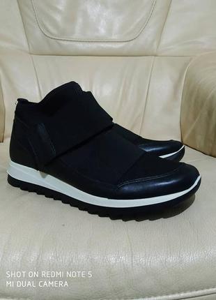 Фирменные кроссовки clarks. новые . 25 см.