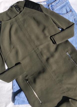 Платье хаки с кожаными вставка размер xs s