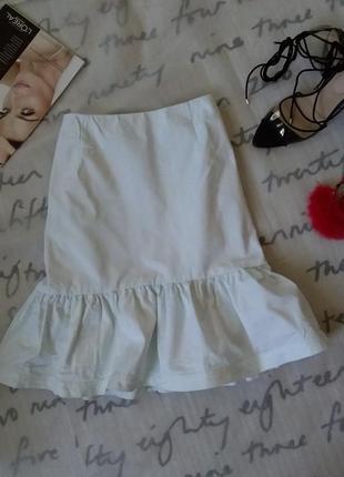 Белая джинсовая прямая юбка с воланом люкс