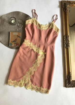 Розовое платье в бельевом стиле с кружевом missguided