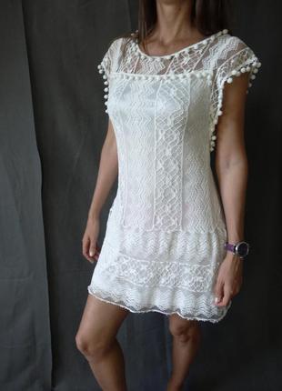 Белое кружевное платье на выпускной вечер