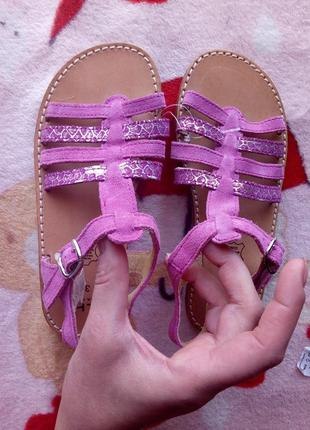 Новые красивые фирменные натуральные боссоножки сандалии 21см с парижа