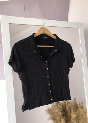▪️укорочена чорна футболка в рубчик на робочих защіпках ▪️jennyfer