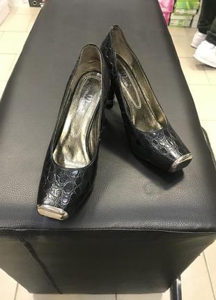 Стильные туфли,под рептилию.