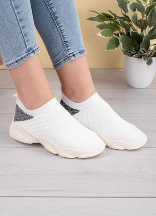 Женские белые кроссовки без шнуровки