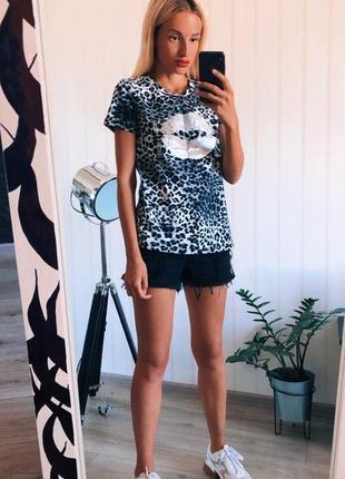 Леопардовая футболка с накаткой губы