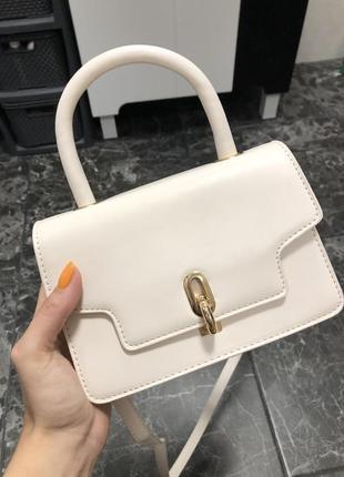 Бежевая красивая сумочка ( в подарок украшение)