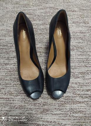 Женские туфли на высоком каблуке clarks