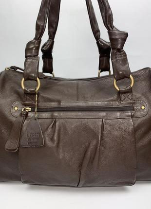 Большая кожаная фирменная обьемная дорожная сумка на плечо tommy & kate.