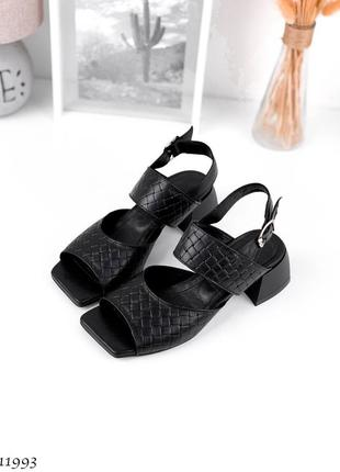 Босоножки черные кожа на каблуке