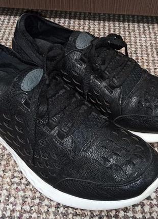 Фирменные спортивные кроссовки clarks. размер 39